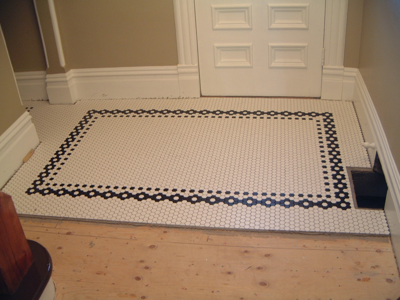 Creative tile flooring patterns design ideas inspiring bathroom flooring design ideas using dailygadgetfo Choice Image